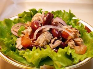 салат с тунцом и фасолью,рецепт салата с красной фасолью, вкусный салат с фасолью