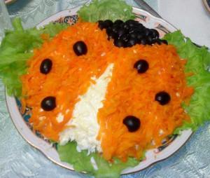слоеные салаты вкусные,рецепт слоеного салата с курицей,слоеный салат с мясом