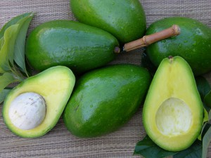 как использовать авокадо, плод авокадо, аллигаторова груша, авокадо в кулинарии, маски для лица из авокадо