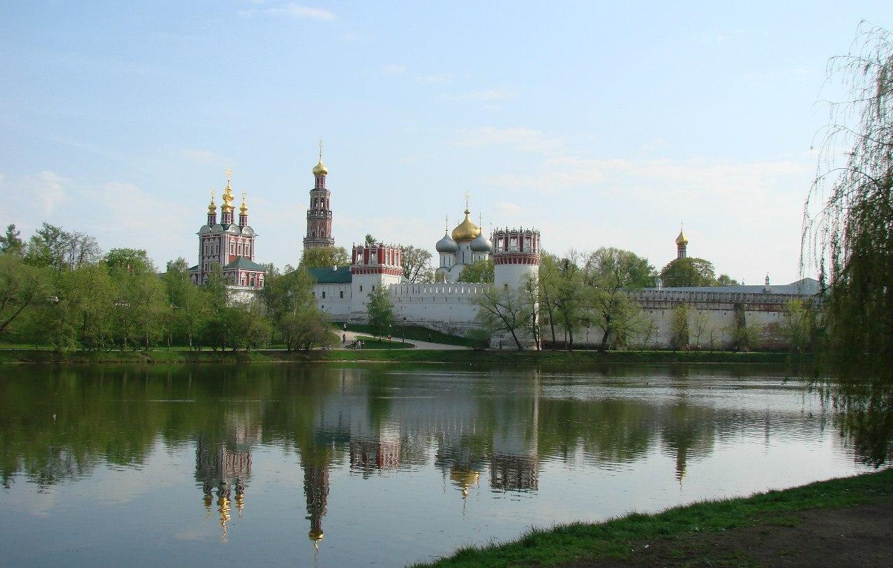 Чудотворная Иверская икона Божией Матери принесена в Новодевичий монастырь