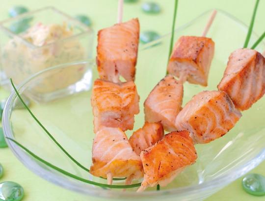 Вкусный шашлык из лосоя с белым соусом