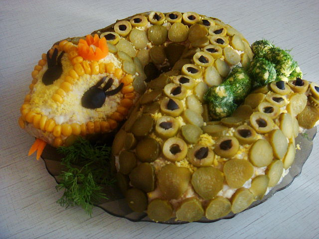 Новогодние салаты 2012 с фото и украшения дракона