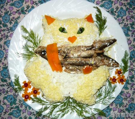 котик с рыбкой