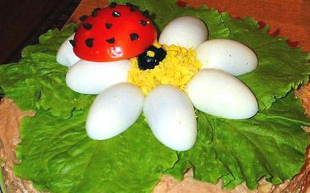 салат-ромашка